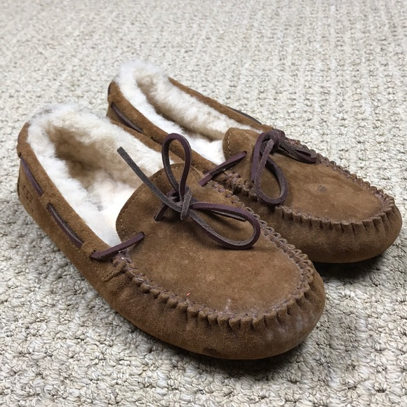 a175fa57aaa UGG women's Dakota wool lined suede slippers 7
